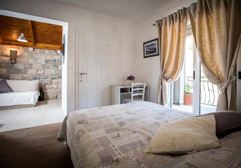 Apartman Marijan Slano spavaća soba s balkonom